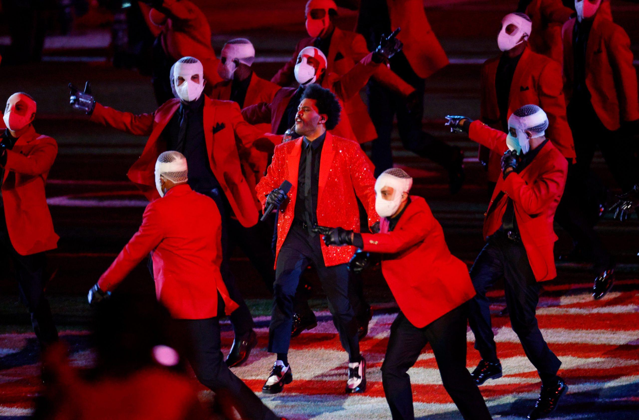 [VIDEO] Le chanteur The Weeknd enflamme le Super Bowl 2021 avec une performance mémorable ! 1